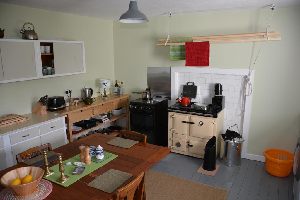 Sith-Phort kitchen with Rayburn stove